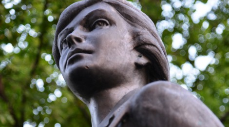 Pomnik Łączniczki AK w Józefowie