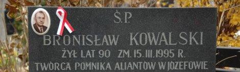 """Akcja """"Wstążka 2013"""" na cmentarzu w Józefowie"""