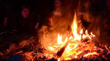 Na początku ognisko podpalał Kuba
